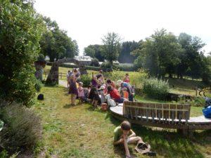 atelier de fabrication de couleurs végétales au jardin des simples de l'ile de vassivière